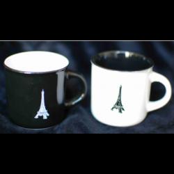 Tasses noire et blanche